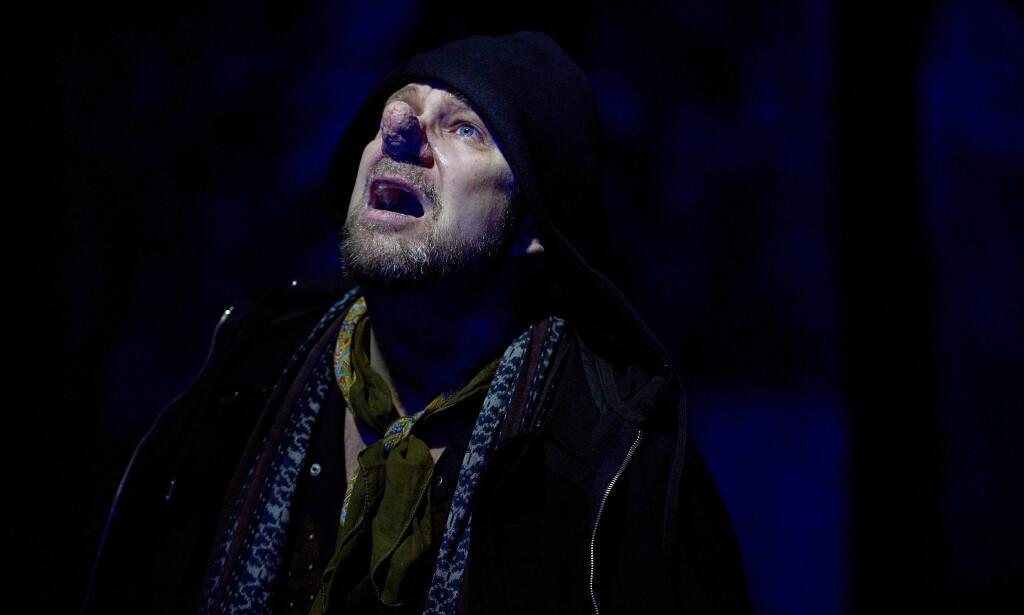 DRØMMENDE KLASSIKER: Bjarte Hjelmeland i «Cyrano». Foto: Øyvind Eide, Nationaltheatret
