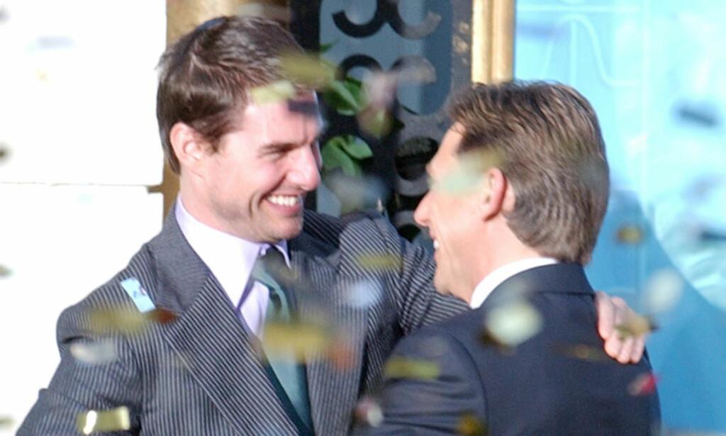 HØY KJENDISFAKTOR: Scientologene har flere profilerte medlemmer, med Tom Cruise som kanskje den mest kjente. Cruise gir her kirkens leder David Miscavige en god klem. Miscavige har blitt beskyldt for omfattende voldsbruk av tidligere medlemmer. Foto: AP Photo/Paul White/Scanpix