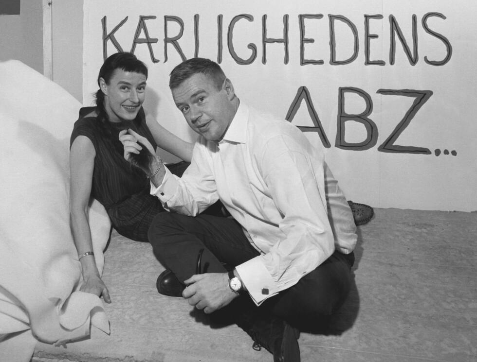 INGE OG STEN: Fra 8. februar 1969 ga ekteparet Inge og Sten Hegeler, forfatterne av boka «Kærlighedens ABZ», råd om seksualproblemer i Dagbladet. De hadde da vært gift i 14 år og var allerede blitt et begrep i hjemlandet Danmark. Foto: Aage Storløkken / Aktuell / NTB Scanpix