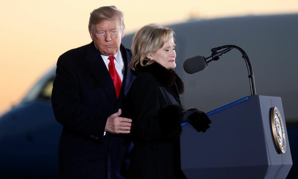 STØTTE: Donald Trump deltok under et valgkamparrangement for Cindy Hyde-Smith i Tupelo i Mississippi tirsdag. Foto: REUTERS / Kevin Lamarque / NTB scanpix