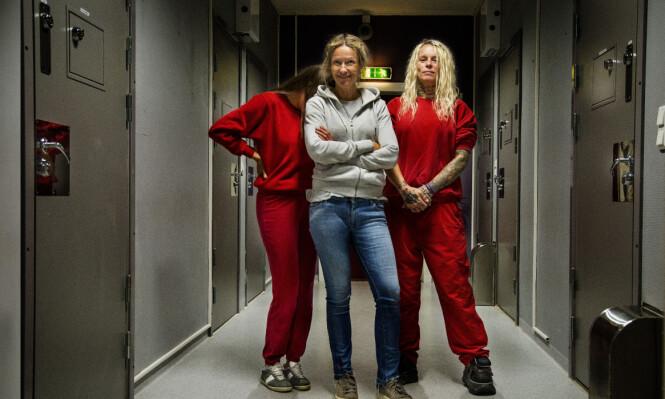 FERSING I FENGSEL: Programleder Helene Sandvig fikk kjenne på hvordan det er å være helt ny i et fengsel, og at det tar tid å opparbeide seg tillit blant de innsatte. FOTO: Anders Leines / NRK