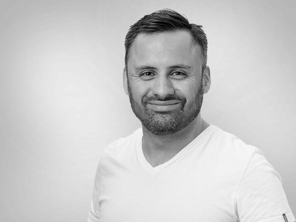 Johannes Dvorak Lagos er apputvikler hos Bouvet, og stolt over å ha vært med på de fleste store, norske appene. 📸: Privat