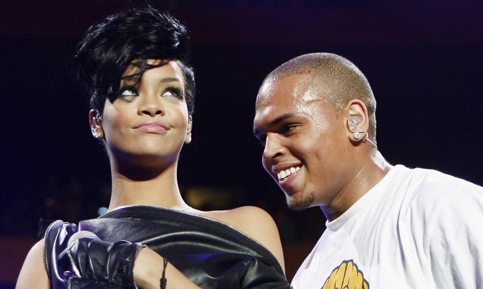 SJOKK: Chris Brown og Rihanna var et av Hollywoods heteste par før det i 2009 dukket opp urovekkende bilder av sistnevnte på internett - som følge av et angrep. Her er de avbildet i 2008, ett år før voldsepisoden. Foto: NTB Scanpix
