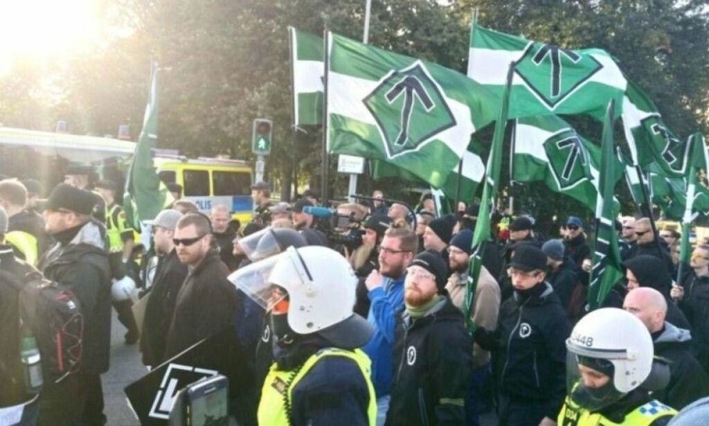 image: Politiet stoppet naziorganisasjon utenfor ambassadebygg i Oslo