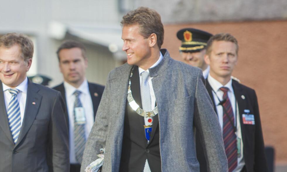 LETTELSE: Jens Johan Hjort (H), her fra dagene som ordfører i Tromsø, tror hans venn Svein Ludvigsen føler en slags lettelse over muligheten til å renvaske seg selv. Foto: Jan-Morten Bjørnbakk / NTB scanpix
