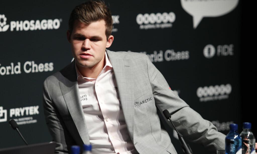 TIL OMSPILL: Magnus Carlsen og Fabiano Caruana skal onsdag ut i et omspill om VM-tittelen. Det kan ende i armageddon. Foto: Terje Bendiksby / NTB scanpix