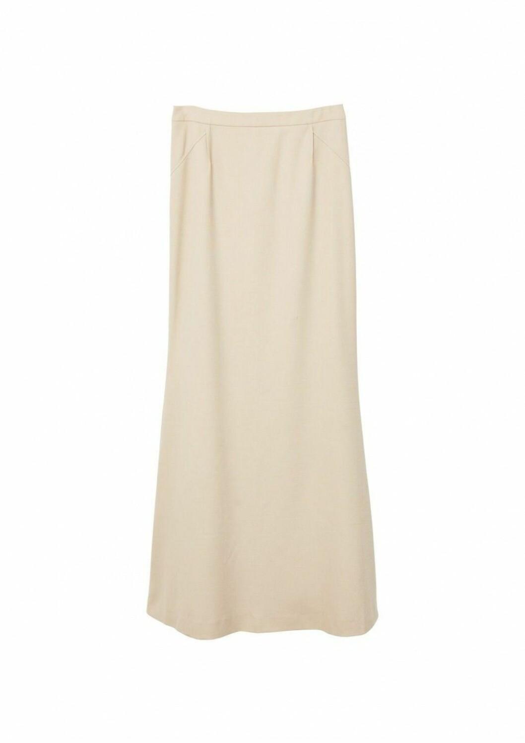 Skjørt fra Mango |500,-| https://shop.mango.com/no-en/women/skirts-long/pleat-detail-long-skirt_31080455.html?c=08&n=1&s=prendas_she.familia;20