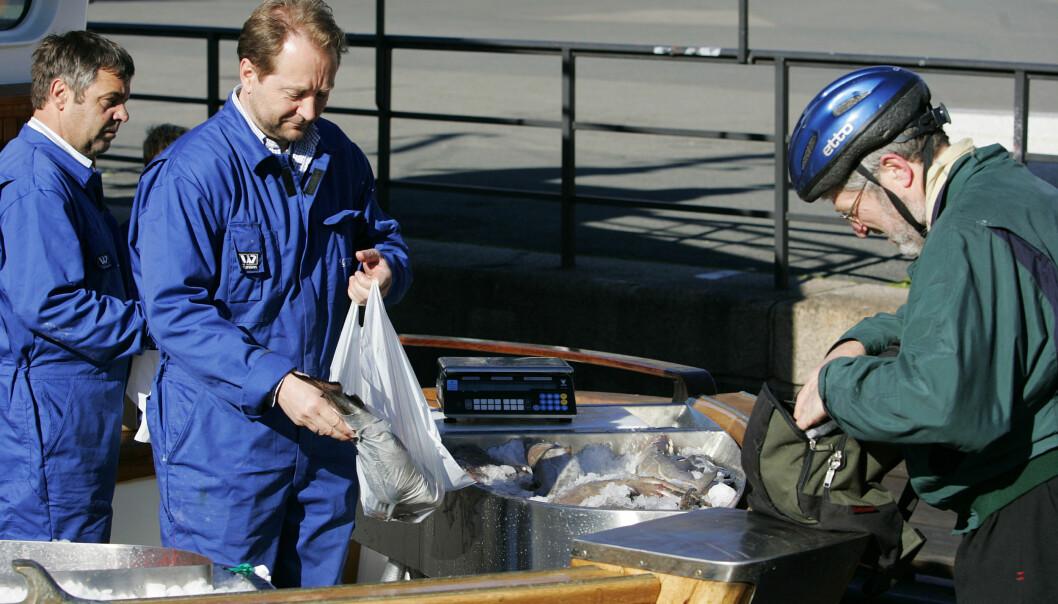 SOLGTE REKER: Røkke har tidligere benyttet fiskebåten til å selge reker og annen fiskemat. Her fra 2007. Foto: NTB Scanpix