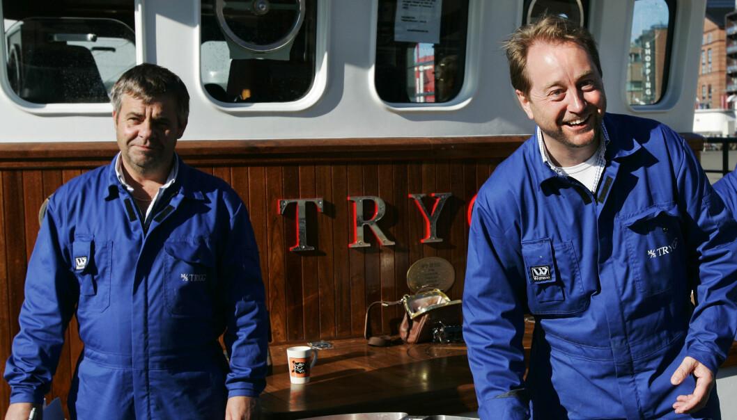 SOLGTE REKER: Kjell Inge Røkke og Roger Hammerø (t.h.), solgte selvfiskede reker for 70 kroner literen ombord i «Trygg» på Rådhuskaia i Oslo i mai 2007. Foto: Erlend Aas / NTB scanpix