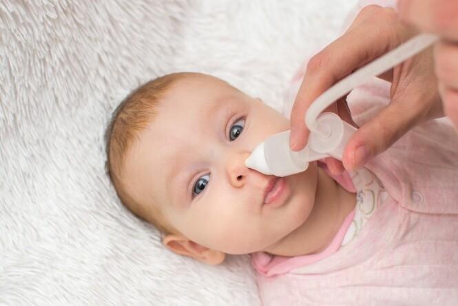 TETT NESE HOS BABY: Det er viktig å holde luftveiene i nesa åpne hos babyer. Nesesuger eller nesespray kan være gode hjelpemidler. FOTO: NTB Scanpix