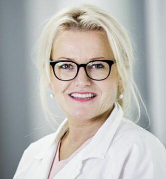 VIKTIG MED NOK VÆSKE: Saft eller mango fryst i terninger er fint å gi til barn som sliter med å få i seg nok væske, tipser lege Kari Lise J. Eldjar. FOTO: Legevakt Vest