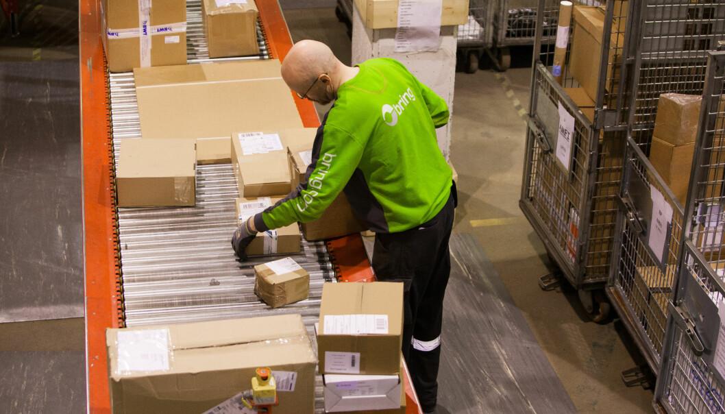 <strong>MANGE PAKKER:</strong> Det settes pakkerekord for både Posten og Post Nord etter årets black friday-uke. De oppfordrer alle som har bestilt noe til å hente det så fort som mulig. Foto: Håvard Jørstad.