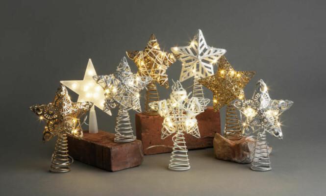 <strong>JULESTJERNE:</strong> Et juletre trenger en flott julestjerne. Disse stjernene passer til de fleste juletre- og takhøyder. Finnes i 12 forskjellige design. Foto: Europris