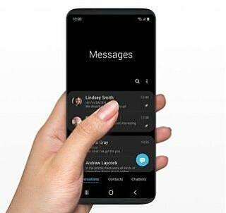 FLYTTES NEDOVER: Samsungs nye One UI-grensesnitt skal gjøre det lettere å bruke store telefoner med én hånd. Foto: Samsung