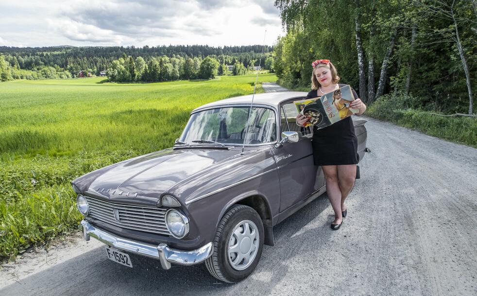 <strong>FORELSKET:</strong> Marte falt pladask for Hillmans utseende og opplevelsen av å kjøre den. Så betyr da også Minx «flørtende jente» ... Foto: Inger Nedberg