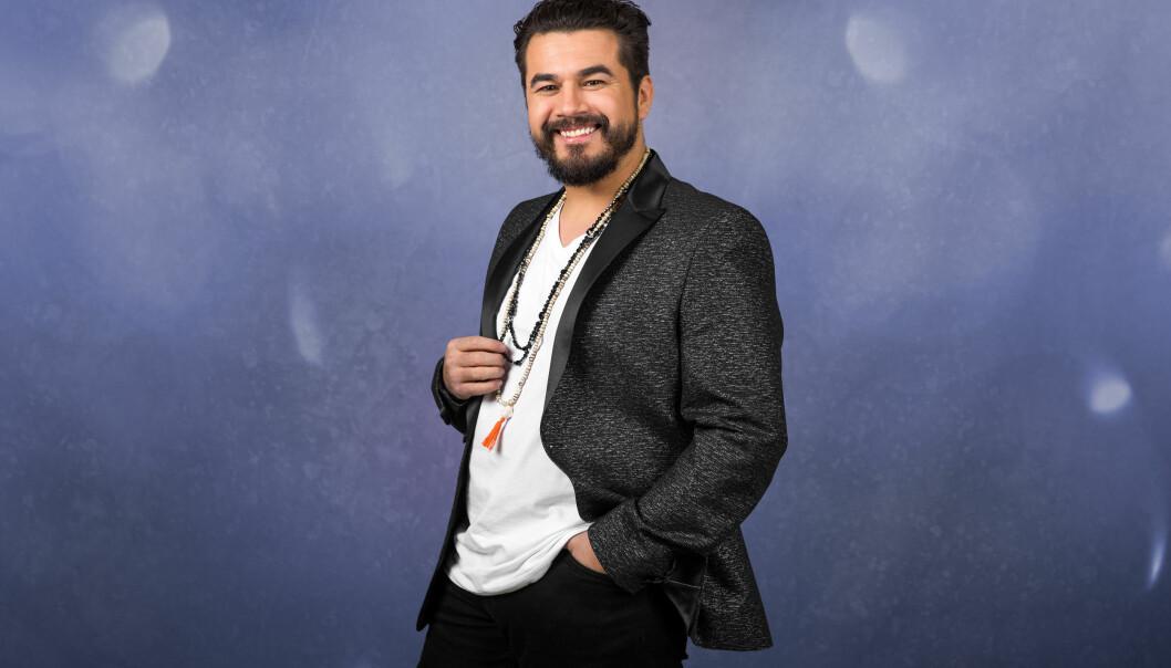 I BILULYKKE: Artist Chris Medina, som tidligere i år var å se i TV 2-programmet «Århundrets stemme», avslører selv at han har vært utsatt for en bilulykke. Foto: TV 2