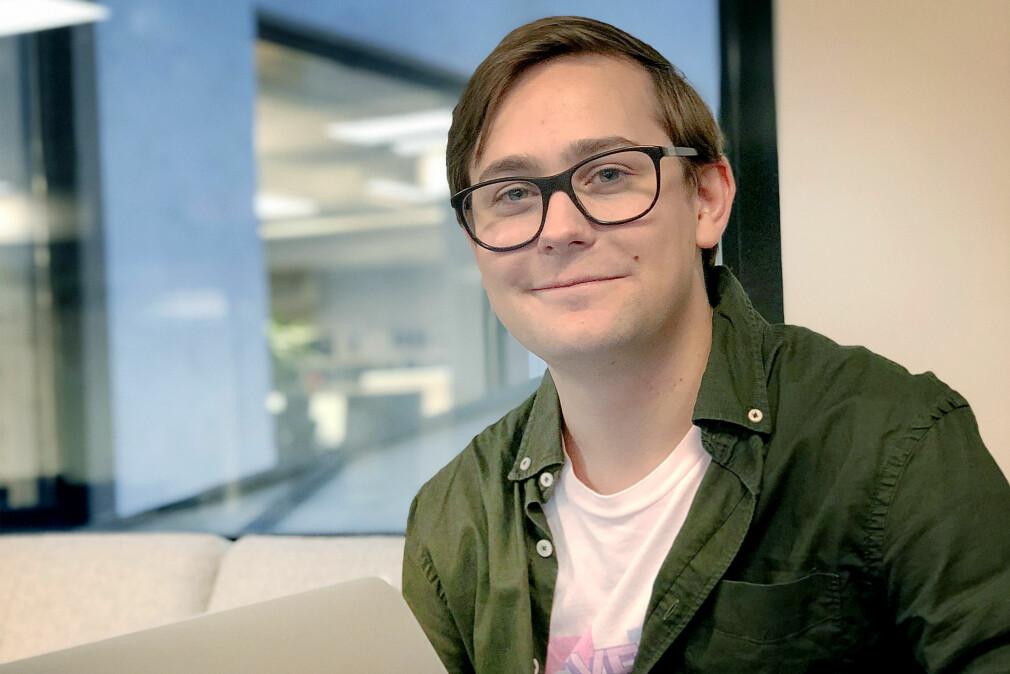 Petter Holstad Wright utvikler apper hos Shortcut, og har ikke allverdens til overs for hybridapper. Men noen fordeler er det. 📸: Arild Andersen / Shortcut