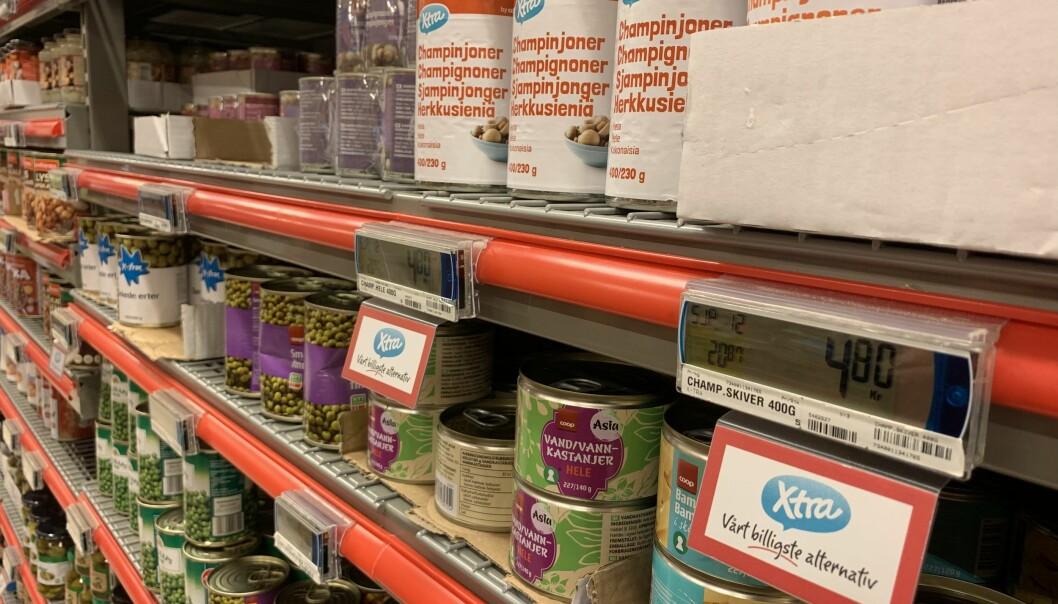 <strong>VIL HJELPE KUNDENE:</strong> Slik har Coop Extra merket sine beste tilbud, for å bidra til at kundene sparer penger. Foto: Harald Kristiansen/Coop.