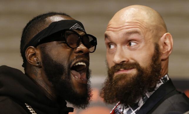 PROVOSERT OG RASENDE: Deontay Wilder (t.v.) har tilsynelatende fått nok av den merkelige oppførselen til Tyson Fury foran storkampen natt til søndag. Foto: AP / NTB Scanpix