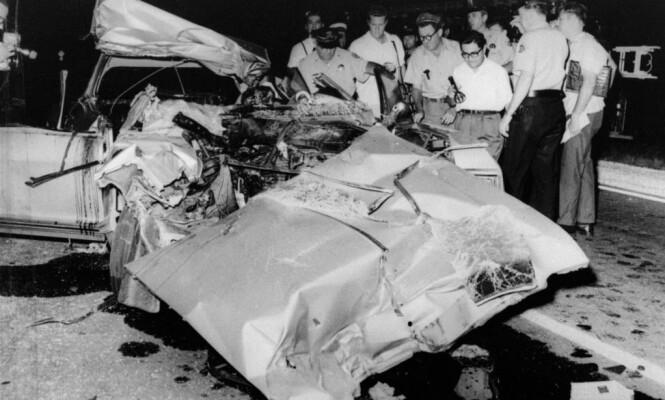 <strong>TOTALVRAK:</strong> Bilen Jayne Mansfield satt i var ikke til å kjenne igjen etter ulykken. Hun og to andre mistet livet momentant under krasjet, mens de tre barna i baksetet overlevde. Foto: NTB scanpix