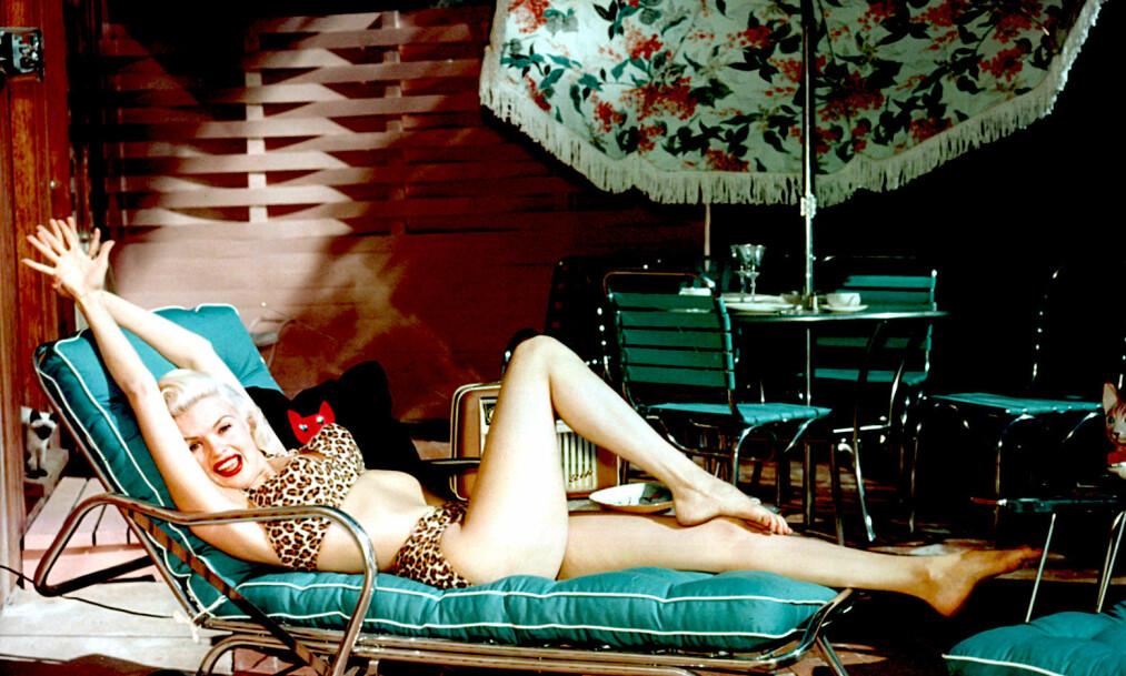 <strong>VERDENSSTJERNE:</strong> Jayne Mansfield var godt kjent for sine roller på scenen og på lerretet, men ble mer kjent for sitt turbulente privatliv. Hun er blitt omtalt som verdens første realitystjerne. Da hun var 34 år gammel skulle derimot alt ende brått. Foto: NTB scanpix