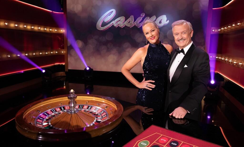FORBLE STUM: I kveld gjorde Hallvard Flatland og Birgitte Seyffarth comeback med gamingshowet «Casino» på TVNorge. I forkant av premieren var det knyttet stor spenning til hvorvidt «Tause Birgitte» kom til å snakke på skjermen. Foto: TVNorge