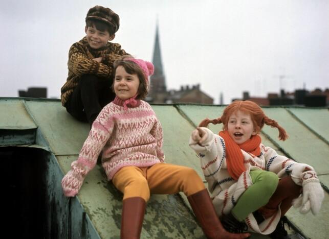 BARNESTJERNER: Inger Nilsson (Pippi), Per Sundberg (Tommy) og Maria Persson (Annika) på «Pippi»-innspilling på Røros i 1968. Mens Nilsson fortsatt er aktiv som skuespiller, har Sundberg og Persson valgt andre retninger i sine liv. Foto: Aage Storløkken / NTB Scanpix