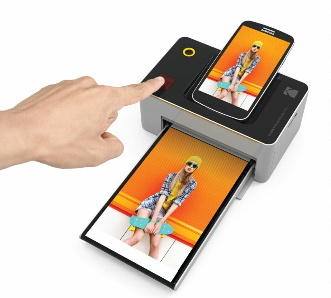 Instant Photo Printer fra Kodak |1190,-| https://www.amazon.com/dp/B06XS1D62L/ref=as_at?creativeASIN=B06XS1D62L&linkCode=w61&imprToken=XBayqoHnEKPmYr52bfQxdQ&slotNum=0
