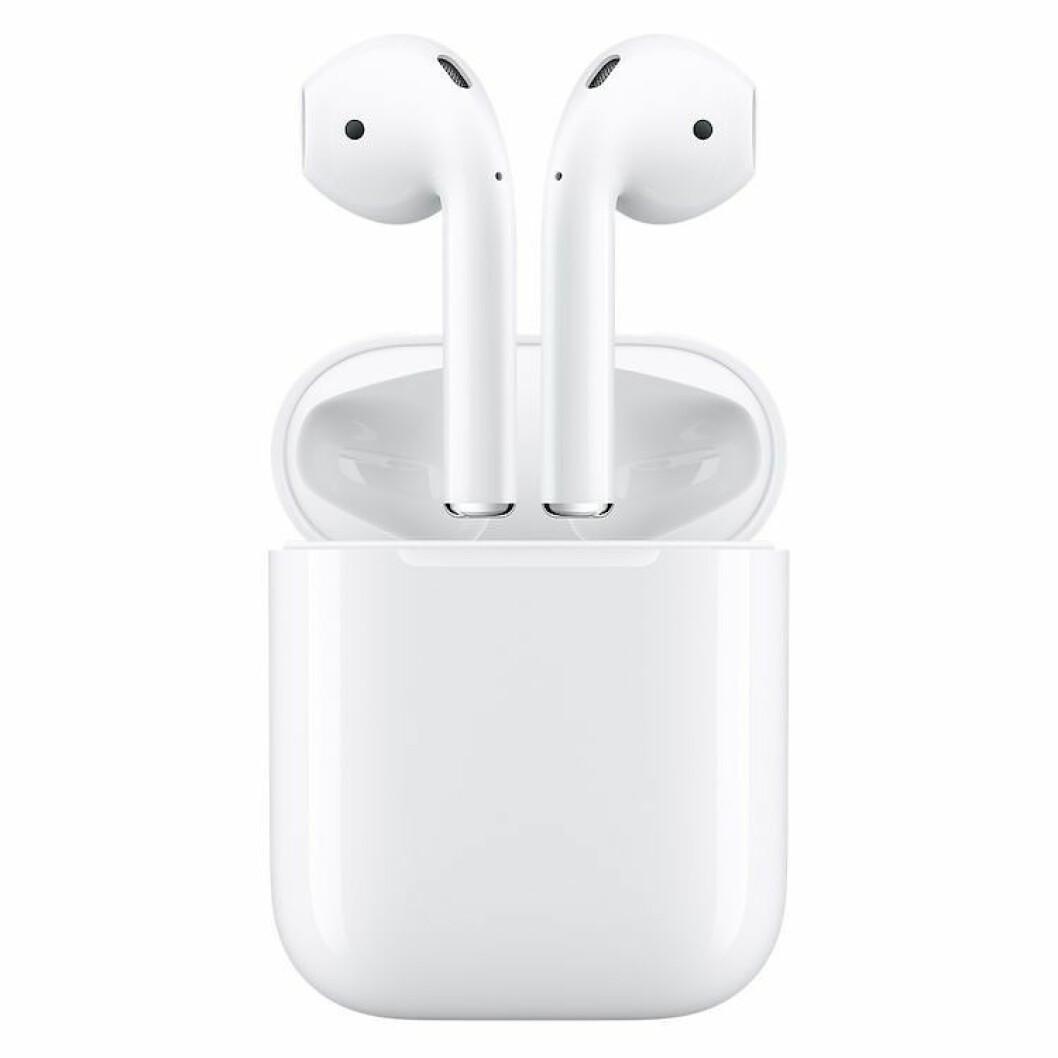 Airpods via Kjell & Company |1590,-| https://www.kjell.com/no/produkter/mobilt/bluetooth/bluetooth-hodetelefoner/apple-airpods-tradlost-headset-p97598?gclid=Cj0KCQiAxZPgBRCmARIsAOrTHSZBLyr88pjYuAQ3jqOFfw9n-dsDEgLfW5pCrPLY1zMKOJFwFOgQLQ0aAmuYEALw_wcB&gclsrc=aw.ds