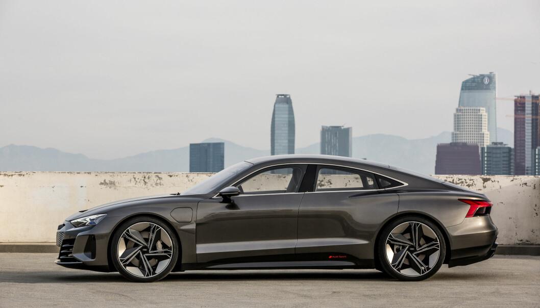 <strong>GRAN TURISMO:</strong> I profil er ikke Audi e-tron GT concept helt ulik dagens Audi A7 Sportback. Foto: Audi
