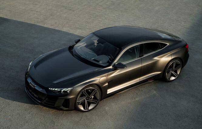<strong>RUVER:</strong> Den er lang, lav og bred, utstyrt med matrix LED-lys og 22-toms felger. Foto: Audi