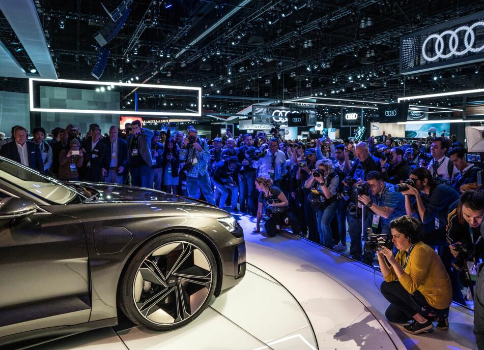 <strong>PREMIERE I LA:</strong> Først kommer SUV-en e-tron quattro, så kommer e-tron sportback, deretter kommer e-tron GT. Sistnevnte er forhåndsvist helt nylig som konseptbil på bilutstillingen Los Angeles Auto Show. Foto: Audi