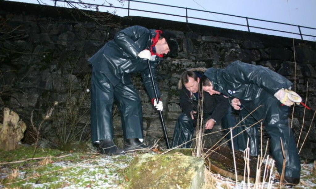 IKKE FUNNET: Til tross for flere søk er ikke Trine Frantzen funnet. I januar 2011 søkte kriminalteknikere under et kumlokk. Foto: Leif Stang / Dagbladet
