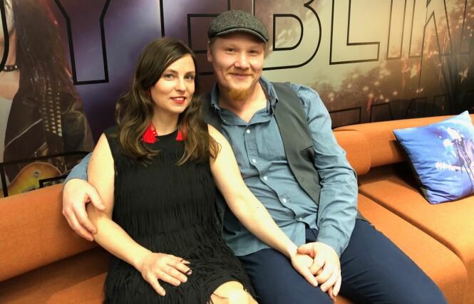 LYKKELIGE: Gudrun og Thomas ser frem til å kunne vise sin kjærlighet offentlig. Foto: Henriette Eilertsen / Se og Hør