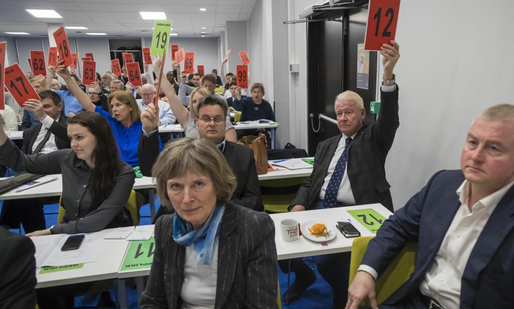 VOTERING: Carl I. Hagen ledet nominasjonskomiteen i Oslo Frp. Foto: Heiko Junge / NTB scanpix