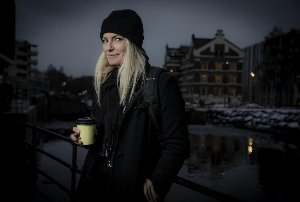 LURT SMIL: Mia Hundvin møter Dagbladet for å snakke om kvinneidrett og håndballjentene. Men også om sitt nye liv. Foto: Bjørn Langsem