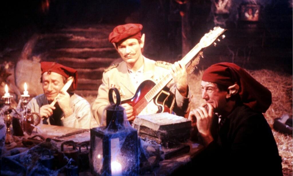 FLERE ROLLER: Musikkgruppa Travellin' Strawberries spiller nesten alle rollene i «The Julekalender» selv. Foto: NTB Scanpix