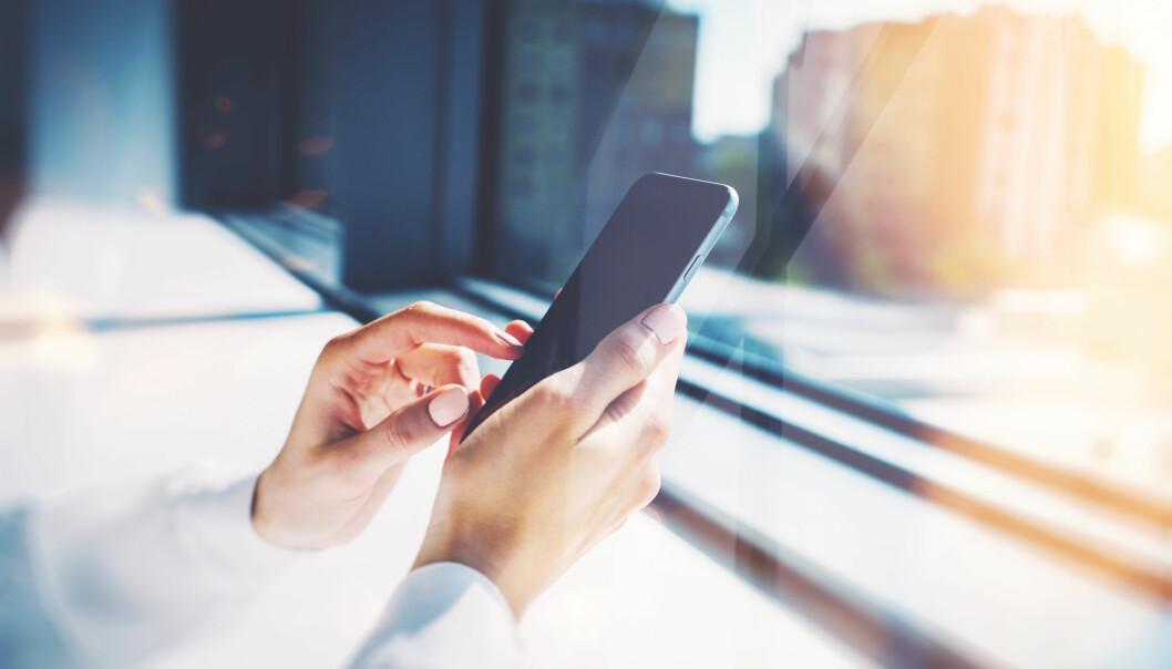 ENSOMHET: Amerikanske forskere har funnet ut at ensomme studenter fikk det litt bedre da de begrenset bruken av sosiale medier. FOTO: NTB Scanpix