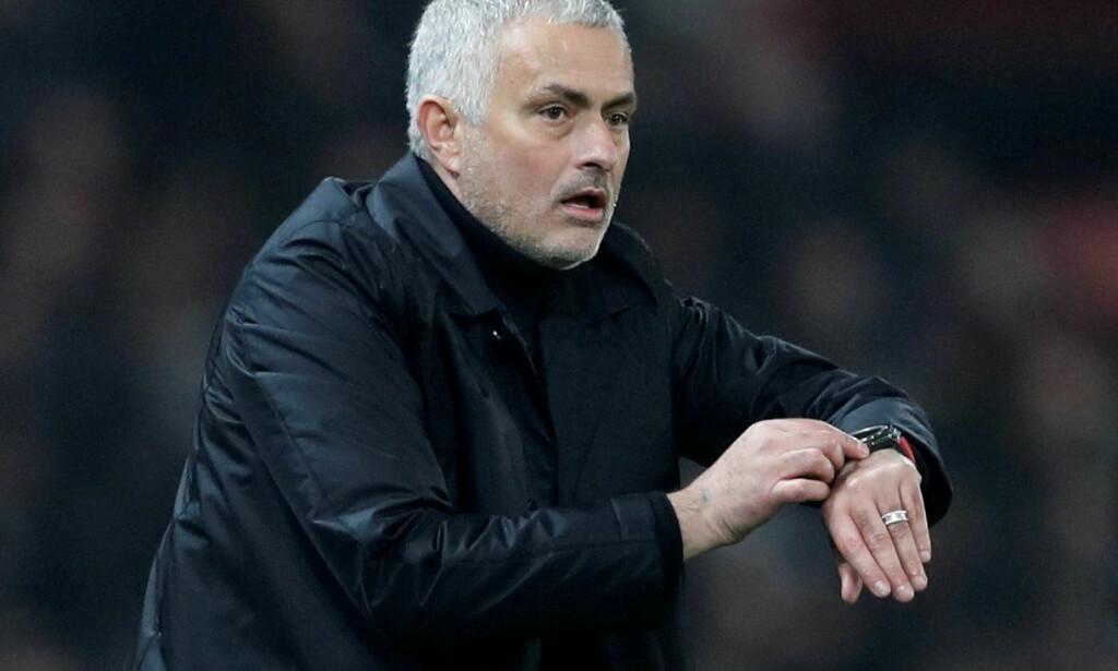 SVAK REKKE: Manchester United har gått fire kamper uten seier i Premier League. I 2-2-møtet med Arsenal måtte José Mourinho nok en gang irritere seg over forsvarstabber. Foto: Reuters/Carl Recine/NTB Scanpix