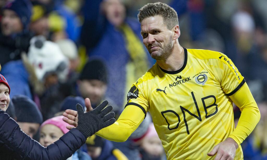 BLIR VÆRENDE: Lillestrøm-veteran Frode Kippe har valgt å fortsette karrieren og har skrevet under en ny ettårskontrakt med klubben.   Foto: Geir Olsen / NTB scanpix