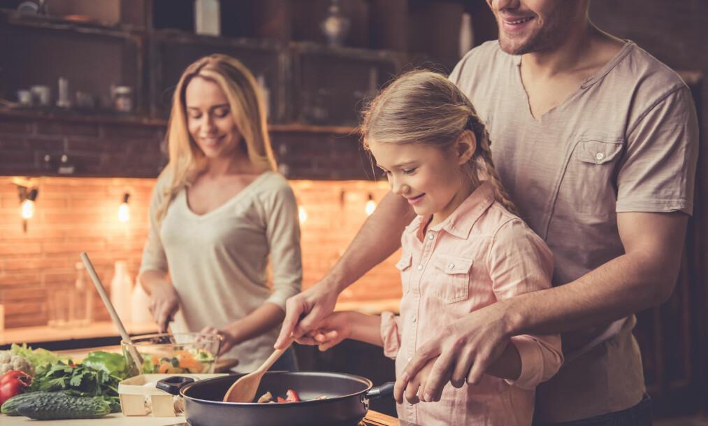 KOSTHOLDSPLAN: Når du følger en kostholdsplan trenger du ikke spise noe annet enn resten av familien. Det handler om å spise sunn mat som er i tråd med helsemyndighetenes anbefaling, sier eksperten. FOTO: NTB Scanpix