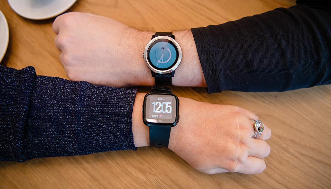 <strong>KLOKKEBETALING TIL NORGES STØRSTE BANK:</strong> Nå skal DNB begynne å la deg betale med klokka, men bare om du har en fra Fitbit eller Garmin. Foto: Stig B. Fiksedal/DNB