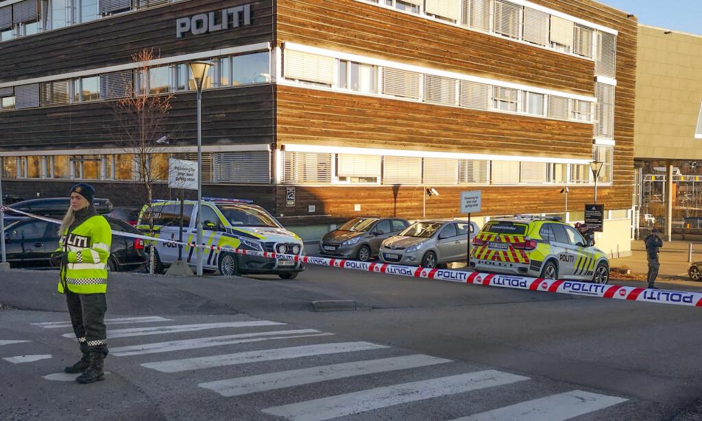 EVAKUERT: Politihuset i Ski ble evakuert etter funnet på onsdag. Foto: Freddie Larsen