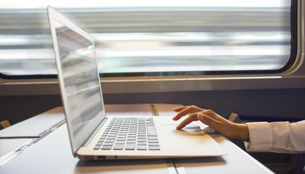 Skal du jobbe på toget kan det være greit å dele internett fra mobilen til datamaskinen. Foto: Shutterstock