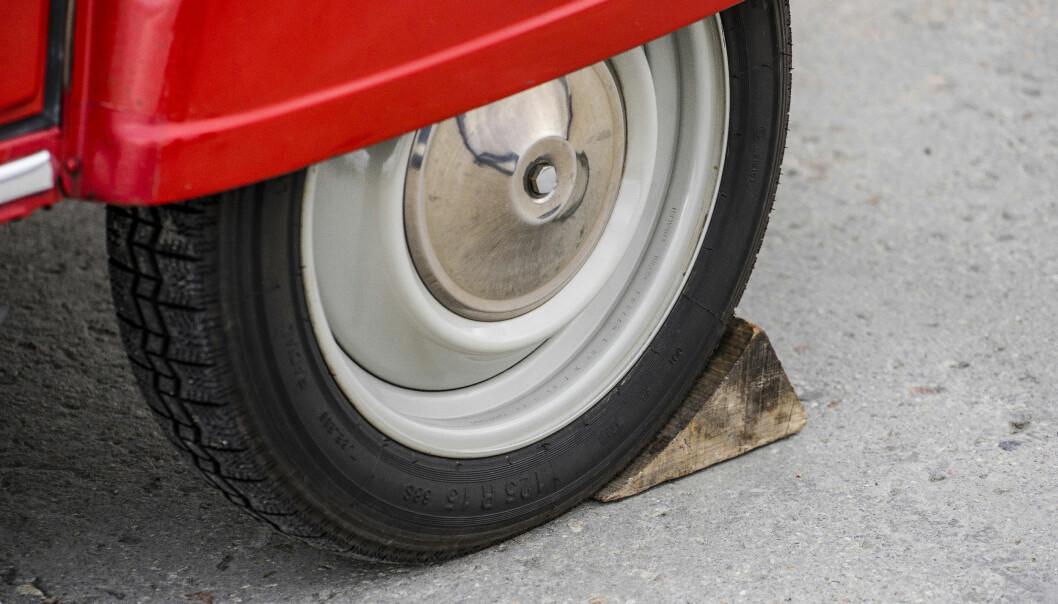 <strong>HÅNDBREKK:</strong> Trekloss med innlagt parkeringsfunksjon var standard på Citroën 2CV. Foto: Paal Kvamme