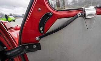 <strong>ENKELT OG GREIT:</strong> Frisk luft får du fra denne luken under frontruten. Eller fra sidevinduene. Eller taket. Foto: Paal Kvamme