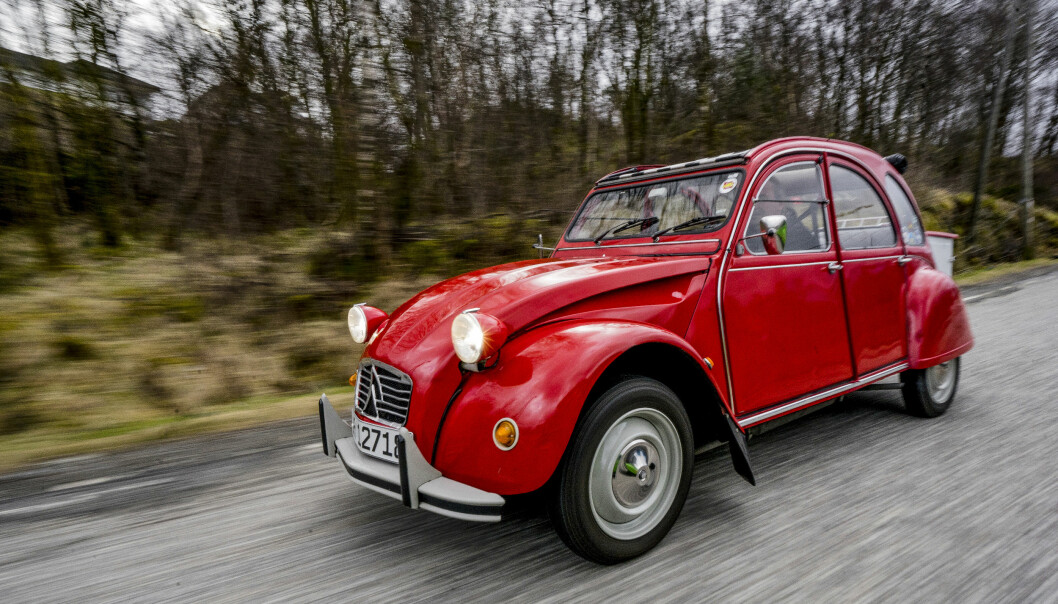<strong>NOK MED 29 HK:</strong> - Bilen veier bare 600 kilo, og følger trafikken helt greit. Jeg er ingen sinke i trafikken, sier André Pisani. Foto: Paal Kvamme