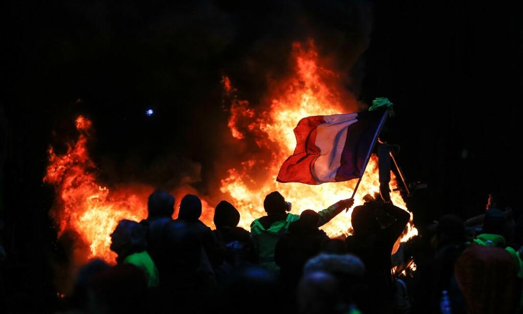 DEMONSTRERER: Forrige helg demonstrerte over 5000 mennesker i Paris og rundt 36 000 rundt om i landet. Foto: Geoffroy Van Der Hasselt / AFP