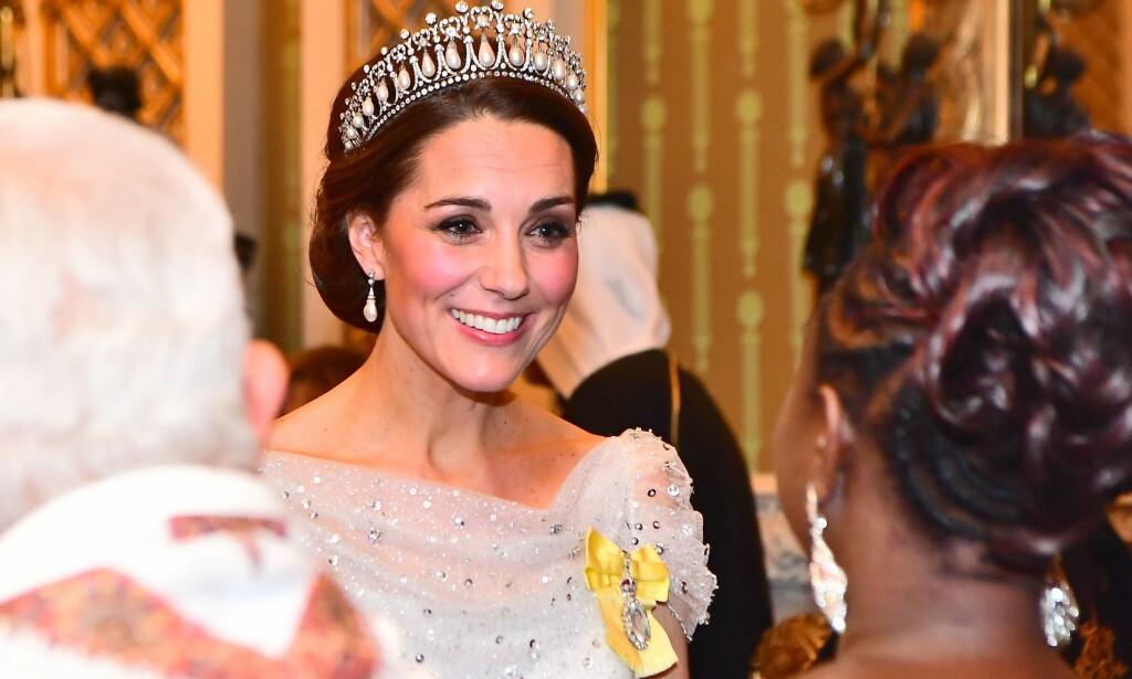 SOM EN DRØM: Motemagasinet Harper's Bazaar synes Kate lignet en eventyrprinsesse i antrekket hun brukte tirsdag. Foto: NTB Scanpix