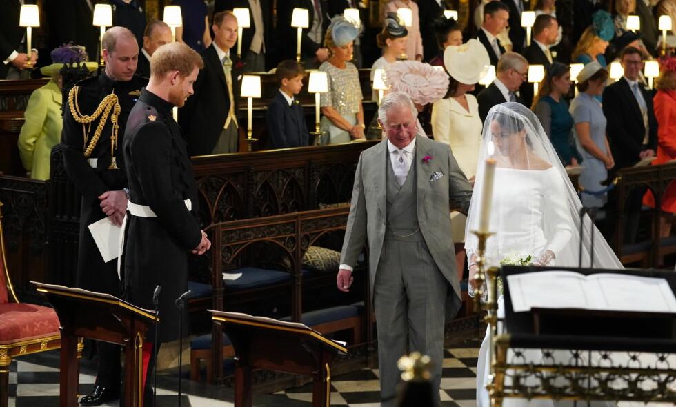 RØRENDE: Da hertuginne Meghans far måtte melde avbud, ble det besluttet at prins Charles skulle følge prins Harrys blivende kone til alters. Det er et øyeblikk Charles selv setter stor pris på, om vi skal tro nye opplysninger. Foto: NTB scanpix
